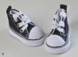 Sportief schoentje voor de kleine pop