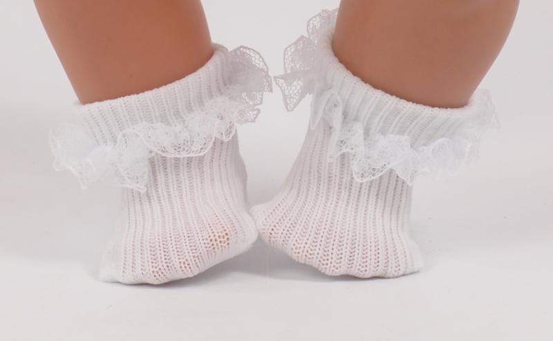 Kanten sokjes voor de pop