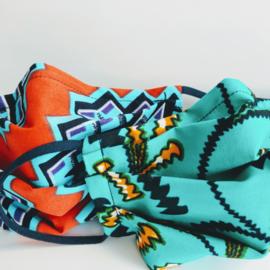 Verrassingssetje van twee niet-medische mondkapjes Afrikaanse print