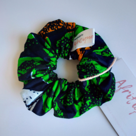 Donkerblauw/Groene scrunchie van Afrikaanse stof