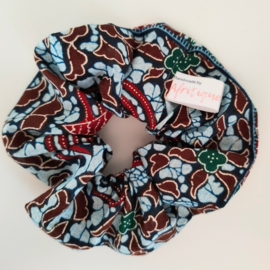 Lichtblauwe batik scrunchie van Afrikaanse stof