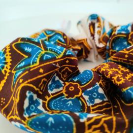 Blauw & bruine batik scrunchie van Afrikaanse stof