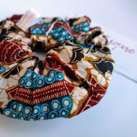 Cremekleurige scrunchie van Afrikaanse stof