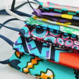 Verrassingssetje van vier niet-medische mondkapjes Afrikaanse print