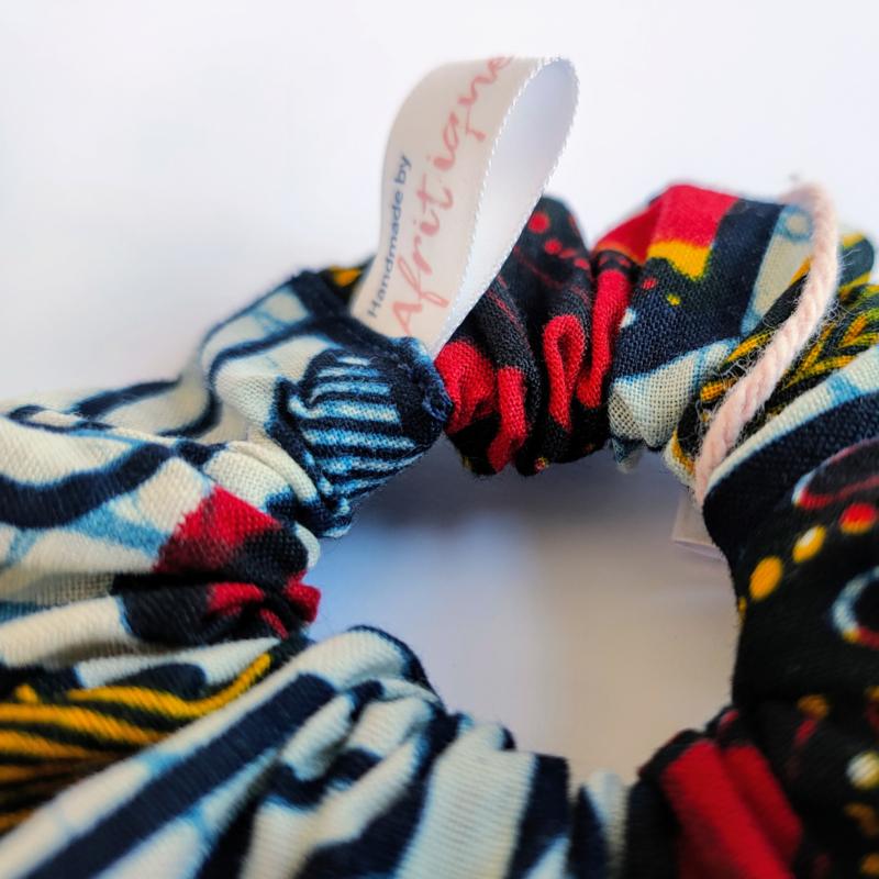 Rood/Witte scrunchie van Afrikaanse stof