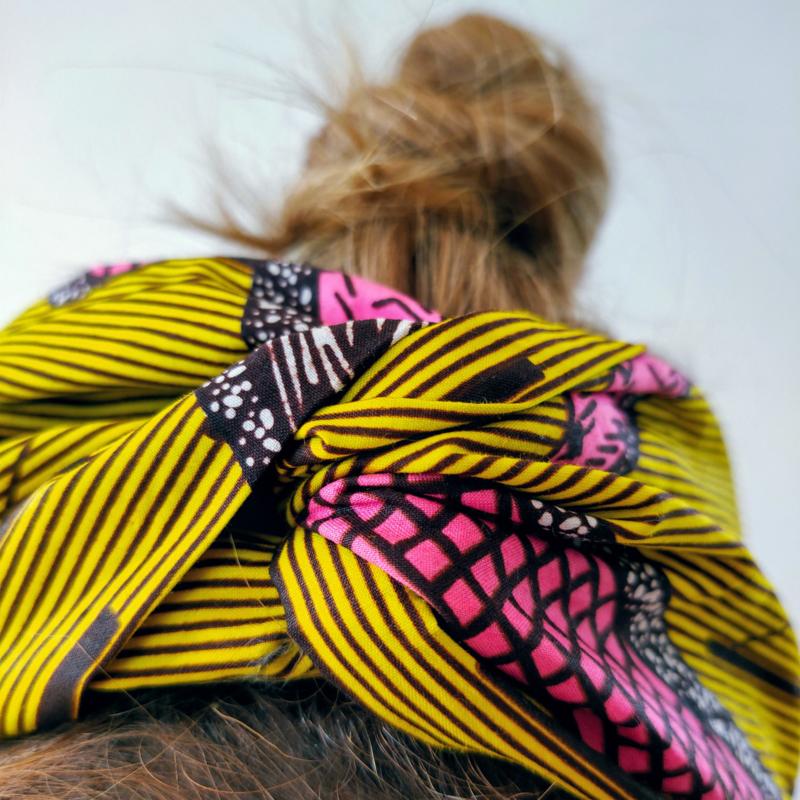 Geel gestreepte haarband van Afrikaanse stof