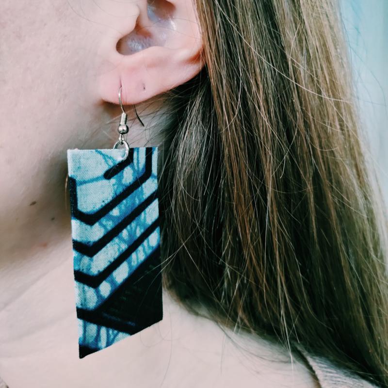 Blauw met rood Afrikaanse oorbellen hangers