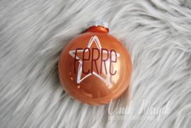 Gepersonaliseerde kerstbal met naam en grote ster