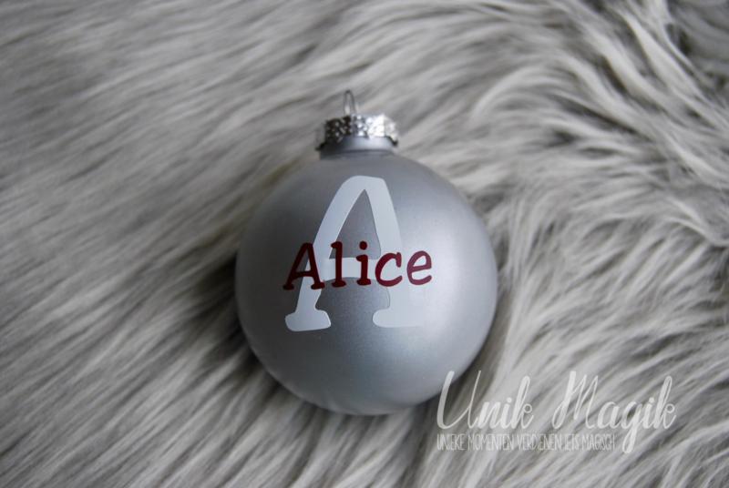 Gepersonaliseerde kerstbal met naam en eerste letter