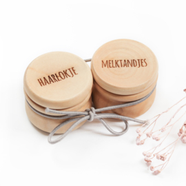 Bewaardoosjes melktandjes & haarlokje (hout)