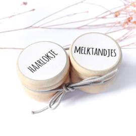 Bewaardoosjes melktandjes & haarlokje (wit bedrukt)