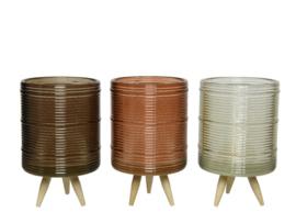 Theelichthouder van glas op houten pootjes