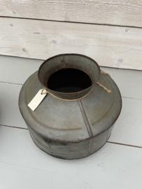 Oude kruik/pot van zink