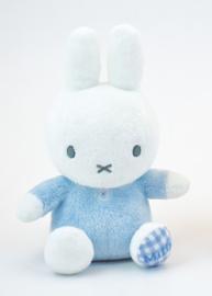 Nijntje / Miffy blauw 15cm met rammelaar