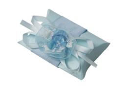 Geschenkdoosje met strik en speen blauw