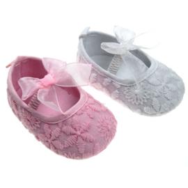 Meisjes schoentjes met geborduurd met strik