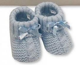 Gebreide slofjes/sokjes met strik blauw