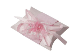 Geschenkdoosje met strik en speen roze
