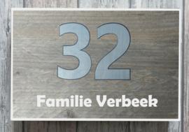 Naambordje steigerhout wit omrand  RVS-look huisnummer