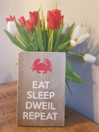 Steigerhouten bordje; eat sleep dweil repeat