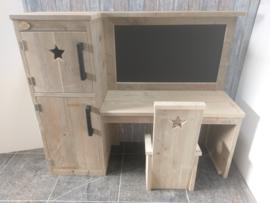 Kinder Bureau met krijtbord van steigerhout en hoge kast