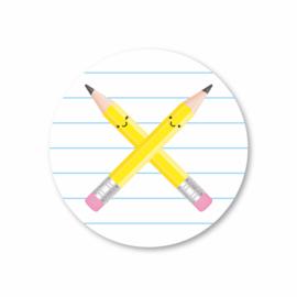twee grijze potloden | 5 ronde stickers
