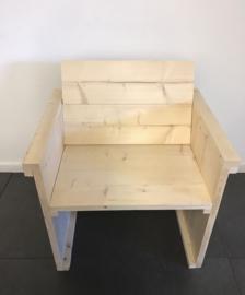Blank houten stoel