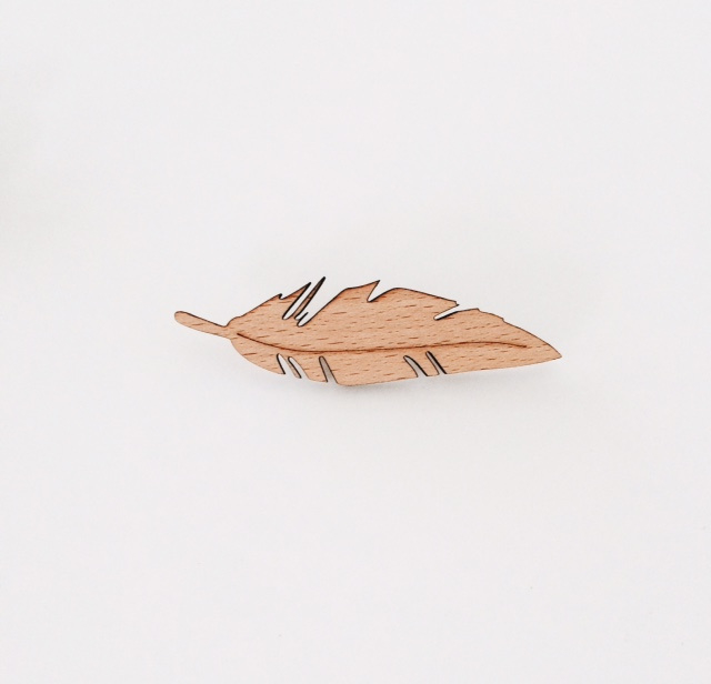 broche feather