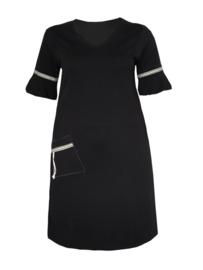 Zwarte jurk met wijd uitlopende mouwen