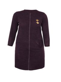 Lange fijn gebreide trui met twee knopen rechte model aubergine paars