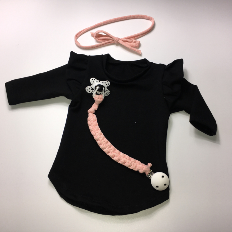 Zwart jurkje ruffels
