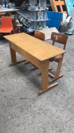 Schoolbankje met twee stoeltjes