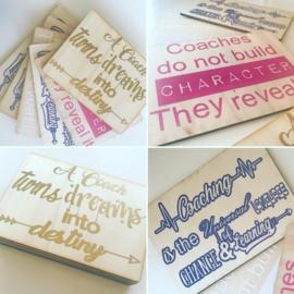 Houten kaarten met eigen tekst