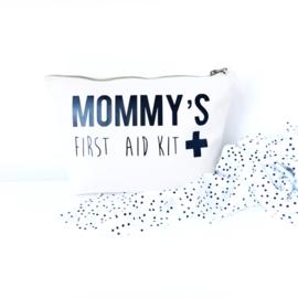 """""""Mommy's first aid kit"""" etui/toillettas"""