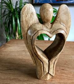Engel met hart 18 cm
