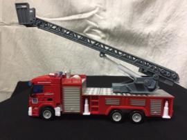 Brandweer ladderwagen met spuittank
