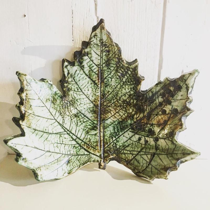 Leaf flat bowl 16-17cm wide
