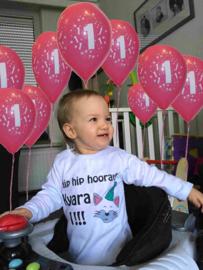 Kyara met verjaardagsshirtje party animal