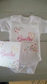 rompertje met geboortekaartje Benthe