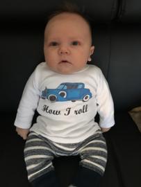 Kai met het How I Roll shirtje