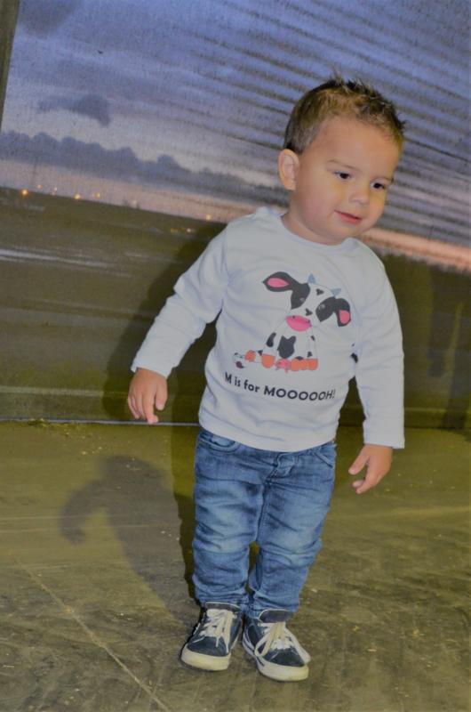 Teun met shirtje M is for Mooooh!