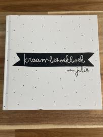 Kraambezoekboek van Julia