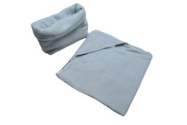 Handgemaakte omslagdoek lichtblauw Veertjes + mandje