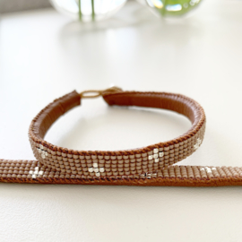 Armband Little Cross in taupe van Ibu Jewels