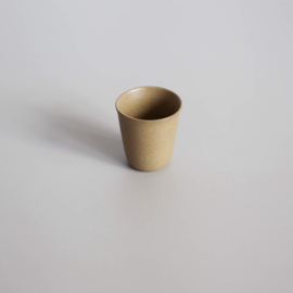coffee cup van studio ro-smit, kleur beige-groenig