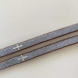 Armband Cross in light grey met zilveren kruis, Ibu Jewels