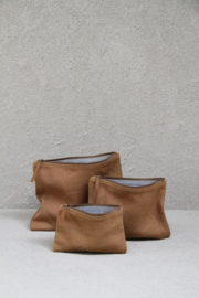 canvas pouch / etui van the dharme door in de kleur camel, maat large