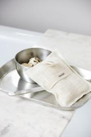 """juten """"bath mitt"""" van Meraki met rozemarijn zeepstukjes"""