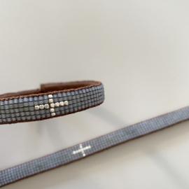 Armband Cross in light grey met zilveren kruis, Ibu Jewels