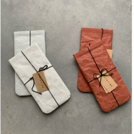 Paper pouch / brillenhoesje, grijs